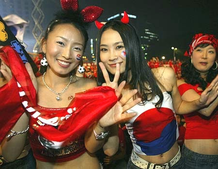 Global media are obliged to show more pictures of Korean supporters. Don't everyone love Asian women?